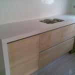 Cozinha em quartz Silestone Blanco Zeus e Marengo